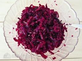 Салат из свеклы с грецкими орехами: Заправить салат