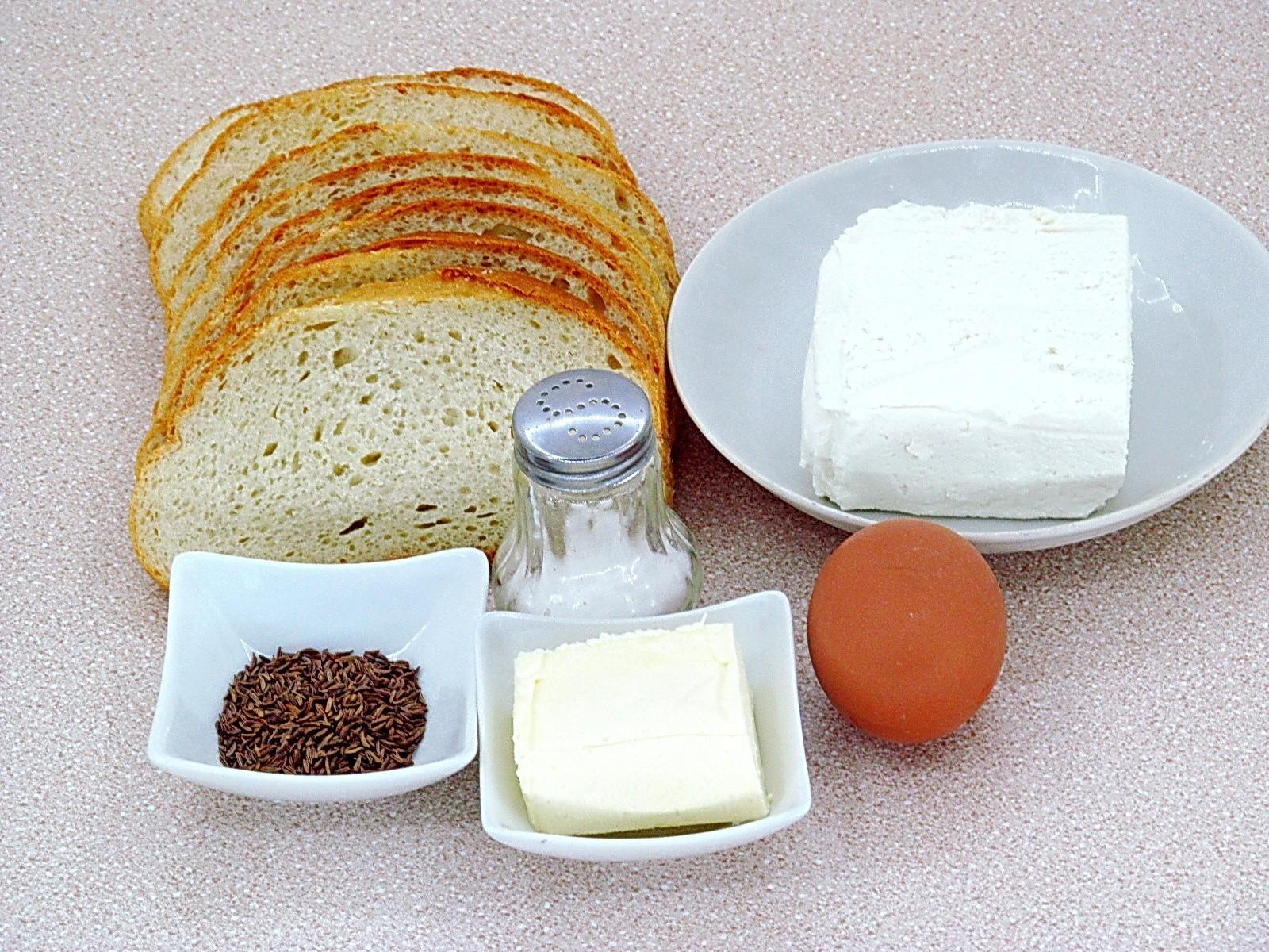 Горячие бутерброды с творогом и тмином: Ингредиенты