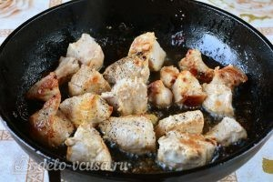 Жареная индейка на сковороде кусочками: фото к шагу 3.