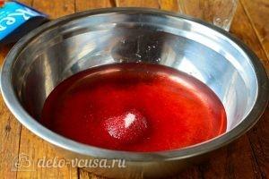 Желе в форме сердечек: Растворить клубничное желе