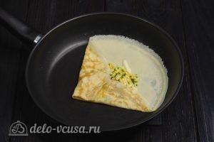 Блины на молоке и 3 начинки с сыром: Сворачиваем края блинчика