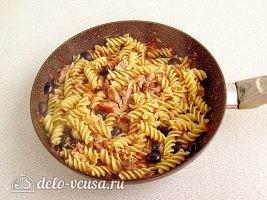 Паста с тунцом и оливками: фото к шагу 10.