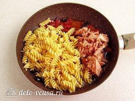 Паста с тунцом и оливками: фото к шагу 9.