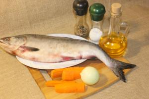 Горбуша с морковью и луком на сковороде: Ингредиенты