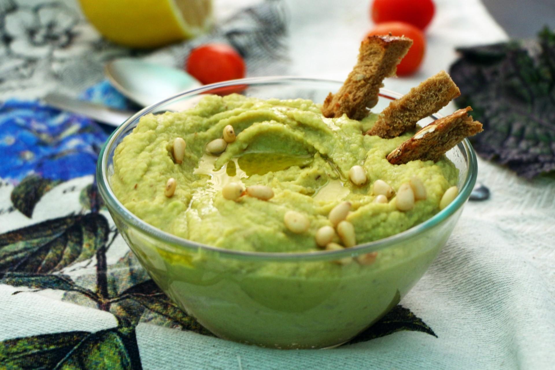 Хумус с авокадо из нута: фото к шагу 10.