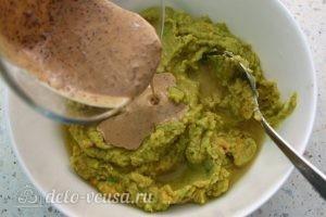 Хумус с авокадо из нута: фото к шагу 8.