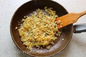 Курица с карри и ананасами в кокосовом молоке: фото к шагу 3.
