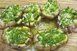 Хризантемы из картофеля с укропом и сыром: фото к шагу 11.