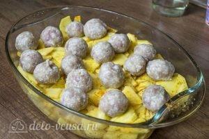 Картошка с тефтелями в духовке: фото к шагу 3.