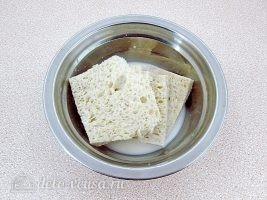 Котлеты из свинины с капустой: Хлеб залить молоком