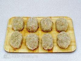 Котлеты из свинины с капустой: Сформировать котлеты