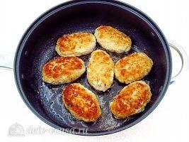 Котлеты из свинины с капустой: Обжарить на сковороде