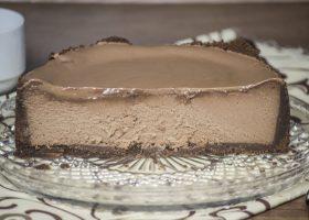 Шоколадный чизкейк с выпечкой