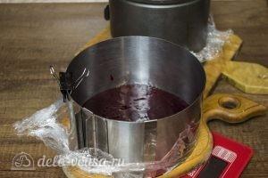Шоколадный торт с черной смородиной: Подготовить смородиновое желе