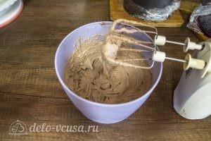 Шоколадный торт с черной смородиной: Взбить ганаш