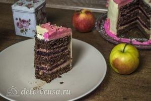 Шоколадный торт с черной смородиной готов