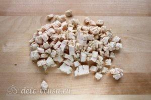 Салат Нежность в перце: Порезать куриное филе