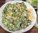 Салат из листьев салата и яйцом