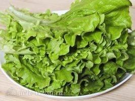 Салат из листьев салата и яйцом: Промыть салат