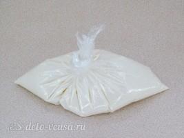 Домашний сливочный сыр из кефира и ряженки: фото к шагу 3.
