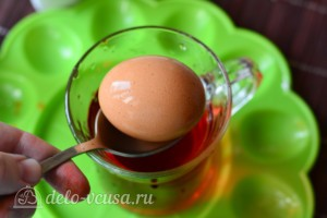 Как покрасить яйца гелевыми красителями: фото к шагу 5.