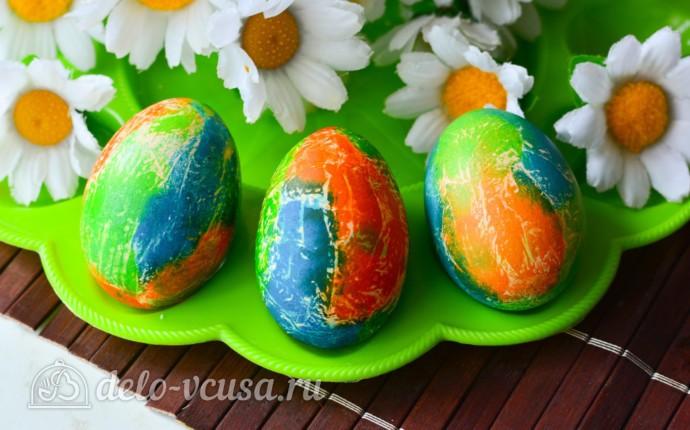 Красим пасхальные яйца с помощью салфеток