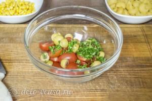 Макароны с оливками, помидорами и кукурузой: фото к шагу 1.