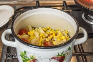 Макароны с оливками, помидорами и кукурузой: фото к шагу 4.