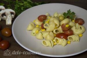 Макароны с оливками, помидорами и кукурузой: фото к шагу 5.
