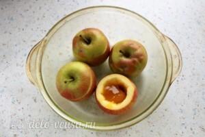 Печеные яблоки с медом и изюмом: фото к шагу 2