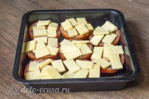 Запеченные помидоры под сыром в духовке: фото к шагу 3.