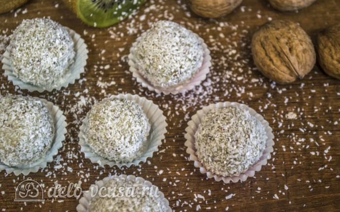 Конфеты Рафаэлло из киви и кокосовой стружки