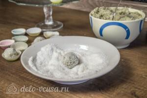Конфеты Рафаэлло из киви и кокосовой стружки: фото к шагу 4.