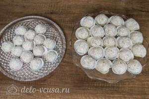 Конфеты Рафаэлло из киви и кокосовой стружки: фото к шагу 5.