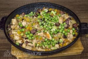 Рис с курицей и копчеными колбасками: фото к шагу 10.