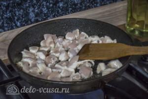 Рис с курицей и копчеными колбасками: фото к шагу 4.
