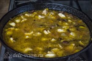 Рис с курицей и копчеными колбасками: фото к шагу 7.
