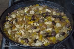 Рис с курицей и копчеными колбасками: фото к шагу 8.