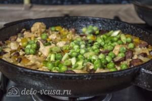Рис с курицей и копчеными колбасками: фото к шагу 9.