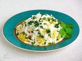 Картофельный салат с черной редькой: фото к шагу 7.