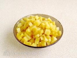 Салат из черной редьки с картофелем и соленым огурцом: фото к шагу 1.