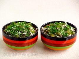 Салат из морской капусты и черной редьки: фото к шагу 7.