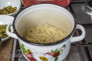 Спагетти с соусом Песто и оливками: фото к шагу 2.