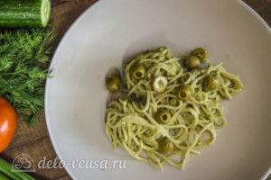 Спагетти с соусом Песто и оливками: фото к шагу 5.