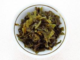 Салат из морской капусты с сайрой: фото к шагу 3.