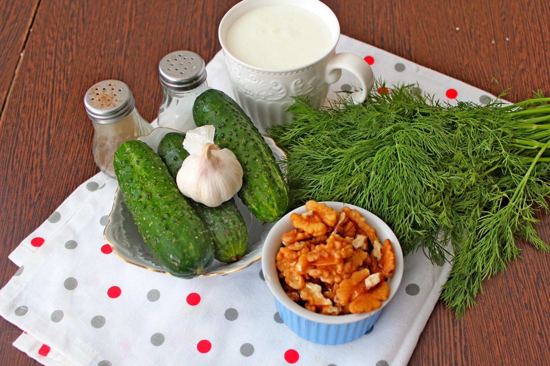 Болгарский суп Таратор с грецкими орехами: Ингредиенты
