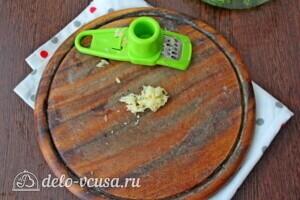 Болгарский суп Таратор с грецкими орехами: фото к шагу 3.