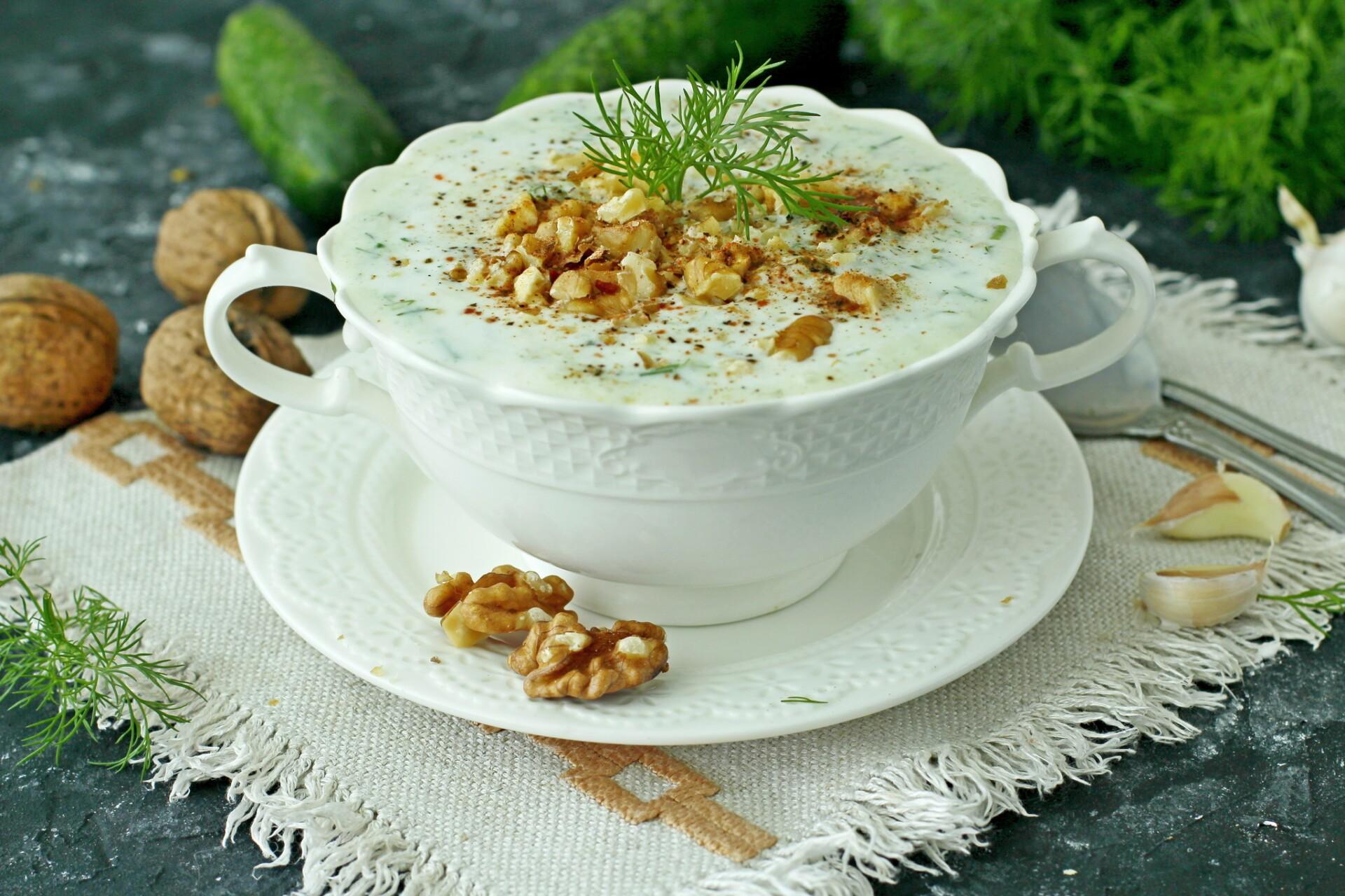 Болгарский суп Таратор с грецкими орехами: фото к шагу 7.