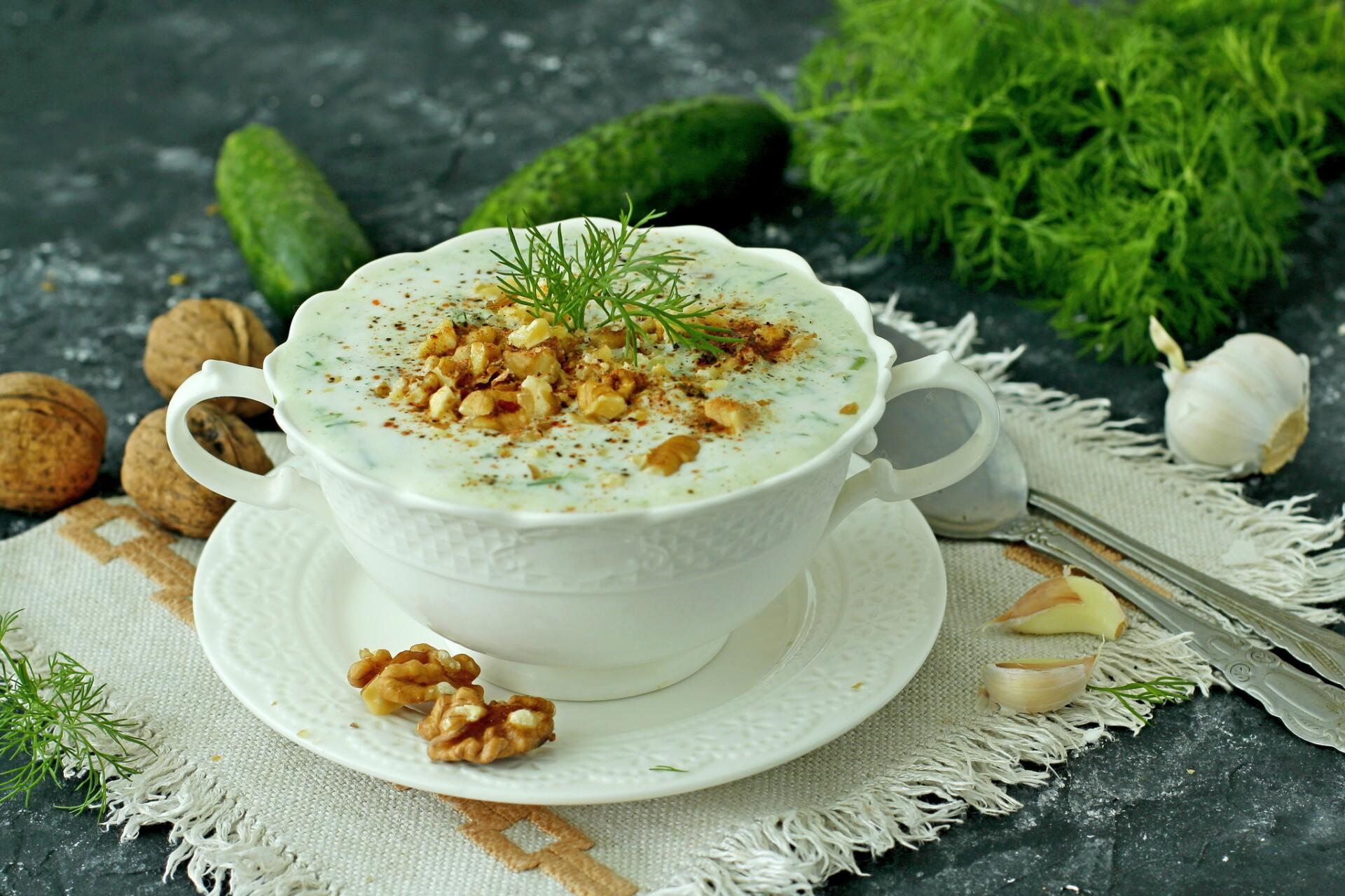 Болгарский суп Таратор с грецкими орехами