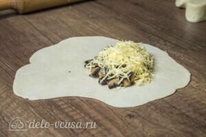 Янтык с грибами и сыром: фото к шагу 6.